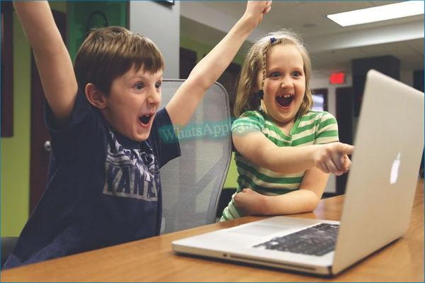 Logo дети около компьютера